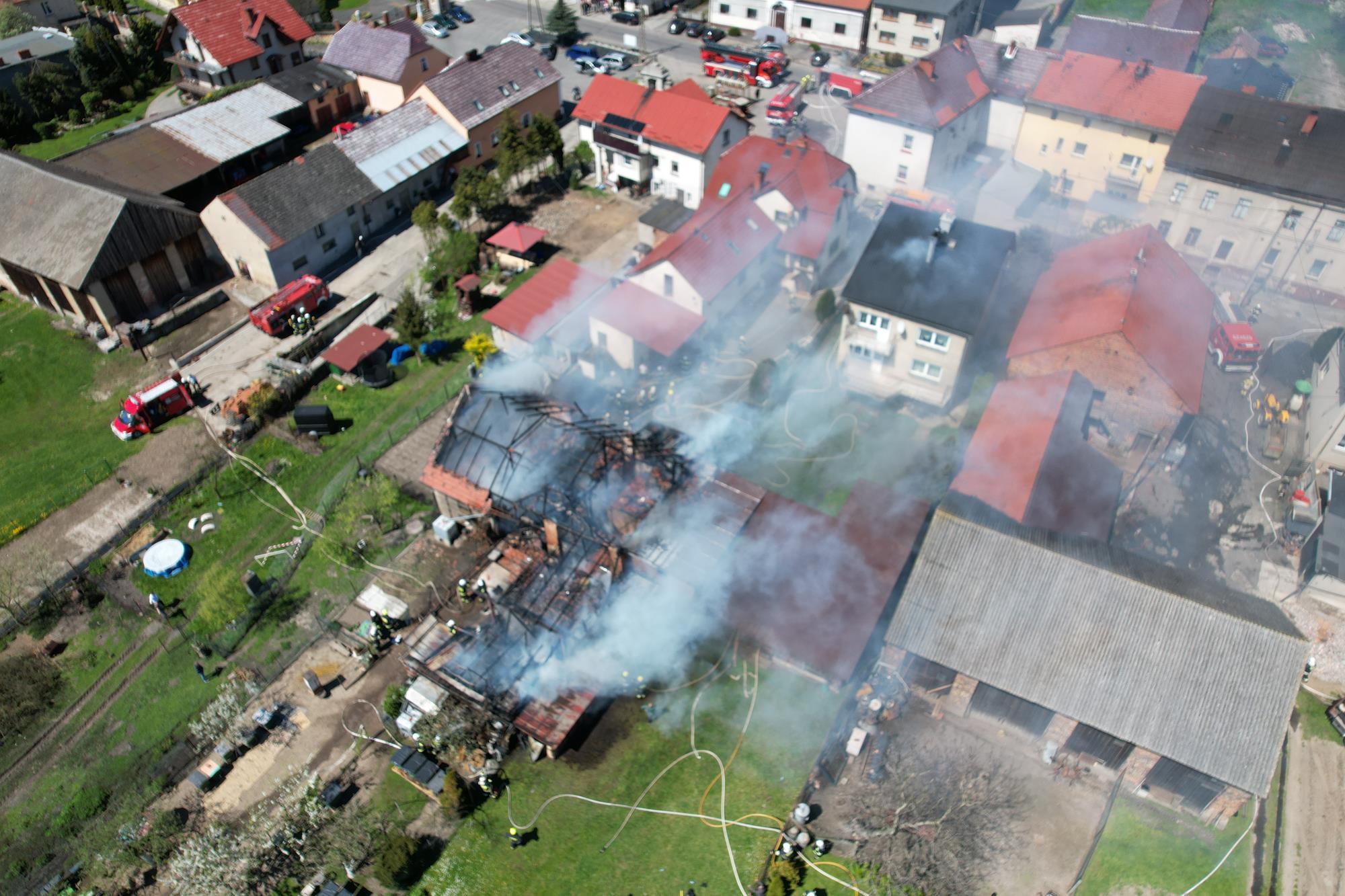 Pożar budynków w miejscowości Łany.(Zdjęcia z drona).