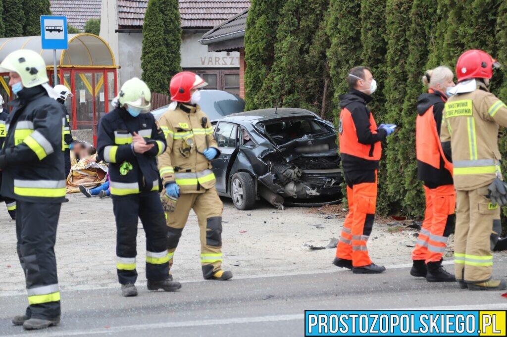 Zderzenie dwóch aut Opole-Wrzoski. Matka i trójka dzieci zabrani do szpital.(Zdjęcia&Wideo)