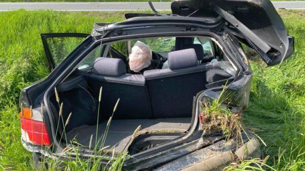 Wypadek na DK46 Nysa - Kłodzko w miejscowości Frydrychów. BMW zostało mocno zniszczone. (Zdjęcia)