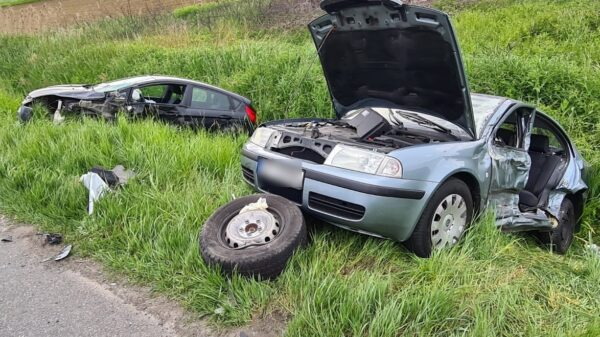 Wypadek 2 aut osobowych i busa na obwodnicy Opola. LPR Ratownik 23 zabrał dziecko do szpitala.(Zdjecia&Wideo)
