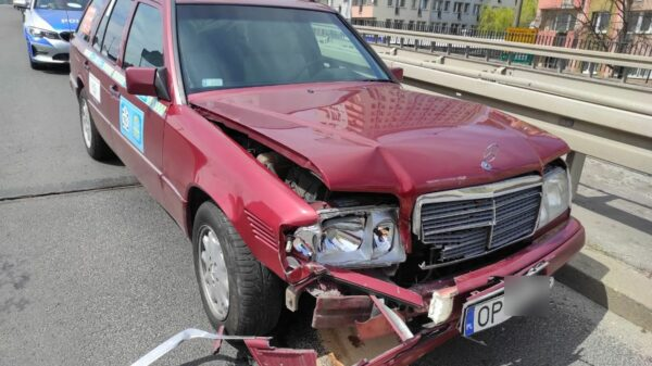 Zderzenie trzech aut na estakadzie w Opolu.(Zdjęcia)