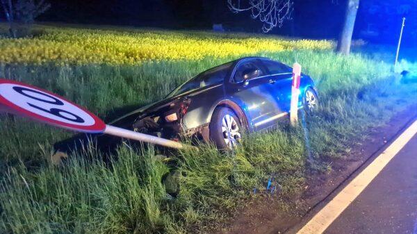Sprawca wypadku w Hanuszowie (powiat Nyski) miał ponad 2 promile alkoholu. (Zdjęcia)