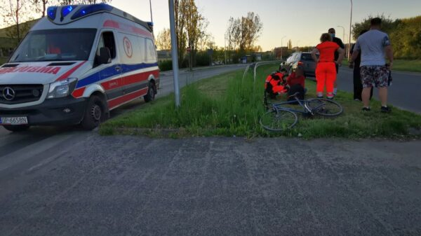 Kierujący rowerem wjechał wprost pod koła osobowego bmw.