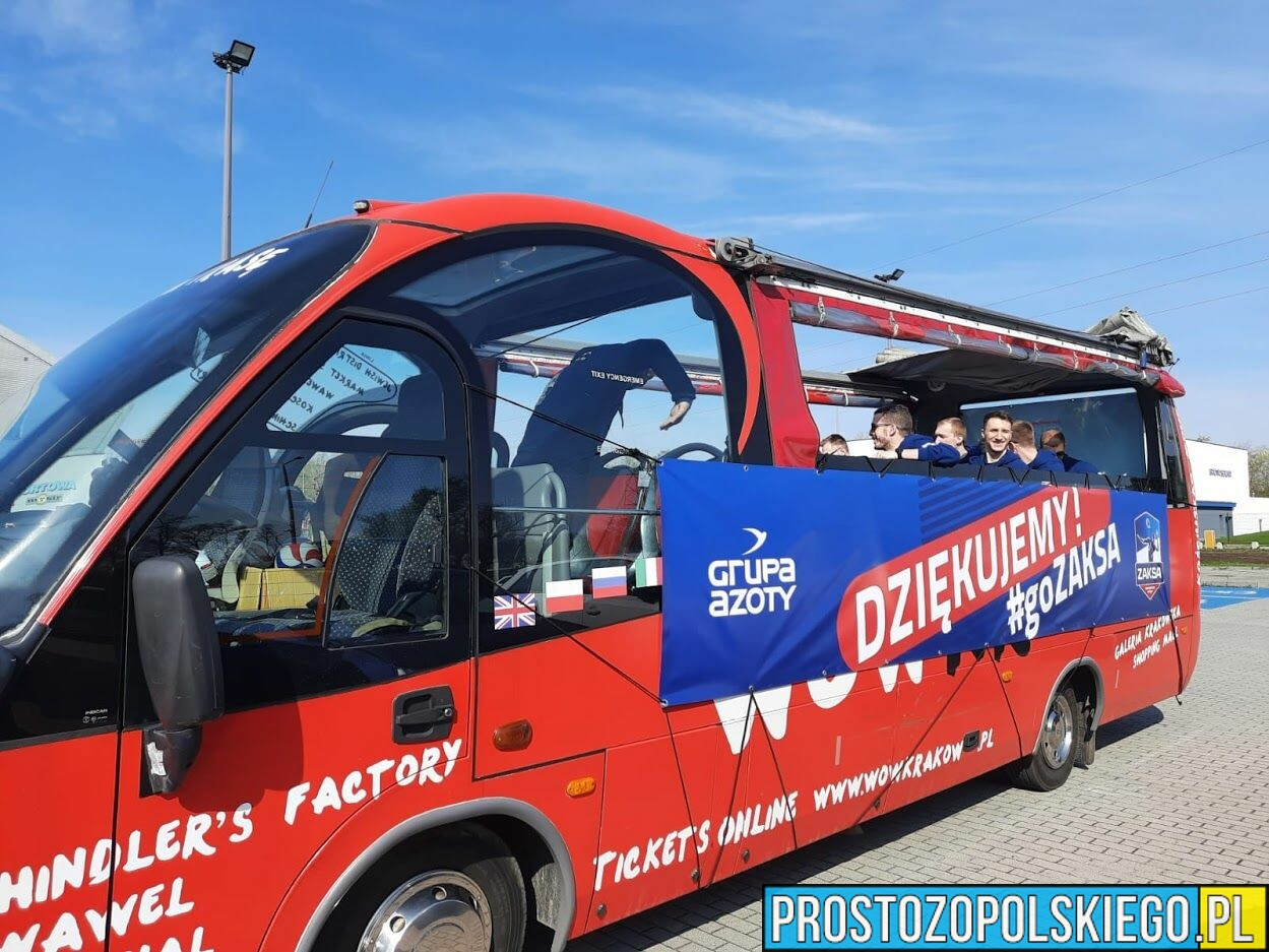 Zawodnicy ZAKSY Kędzierzyn-Koźle paradują ulicami miasta.(Zdjęcia)