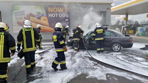 Pożar auta na stacji benzynowej w Pakosławicach.(Zdjęcia)