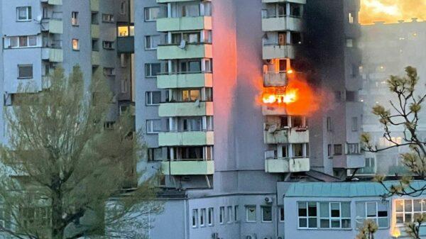 Pożar na Pl. Józefa Piłsudskiego w Opolu. Z ogniem walczyło 5 zastępów straży. (Zdjęcia&Wideo)
