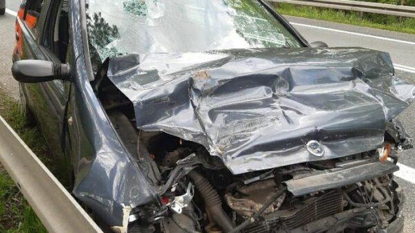 Zderzenie osobówki z ciężarówką na DK46 w Hanuszowie. Dwie osoby zostały poszkodowane.