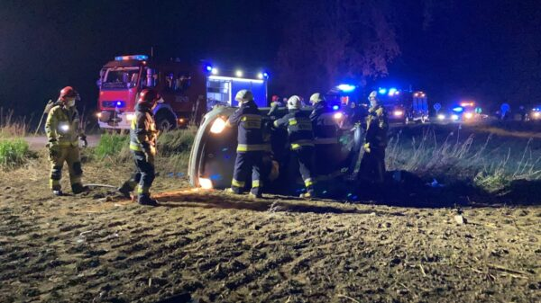 Dachowanie auta w Chróścinie koło Opola. Jedna osoba została ranna.(Zdjęcia&Wideo)