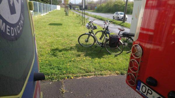 60-letni kierowca potrącił rowerzystkę w Opolu. Kobieta z obrażeniami ciała została zabrana do szpitala.(Wideo)