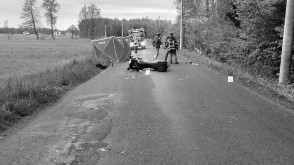 Wypadek śmiertelny motocyklisty pod Kadłubem w powiecie strzeleckim.