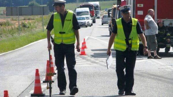 POLICJANCI WYJAŚNIAJĄ OKOLICZNOŚCI ŚMIERTLENEGO WYPADKU Z UDZIAŁEM ROWERZYSTY.