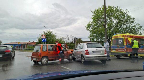 Zderzenie skody i tico w Opolu. Jedna osoba poszkodowana zabrana do szpitala.(Zdjęcia)