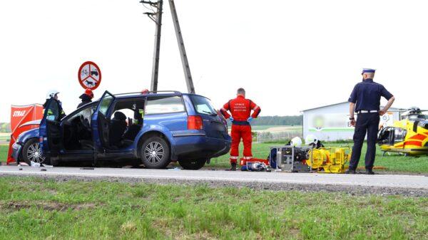 Śmiertelny wypadek na DK 45. Lądował śmigłowiec LPR. Nie żyje kobieta w zaawansowanej ciąży.(Wideo&Zdjęcia)