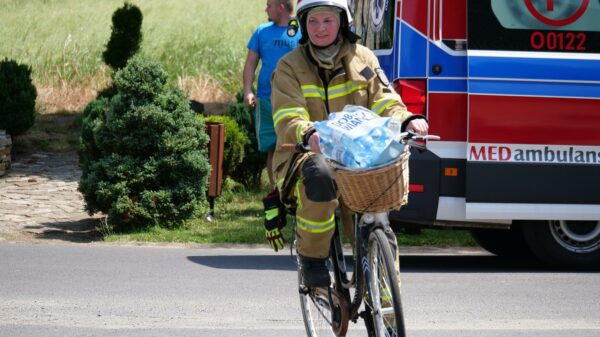 Pożar stodoły w Mechnicy-Kamionce. Dwie osoby poszkodowane, 17-letni chłopak i strażak.