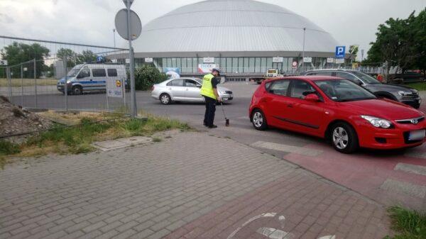 Kierujący hyundaiem 83-latek potrącił pieszą na przejściu dla pieszych w Opolu.