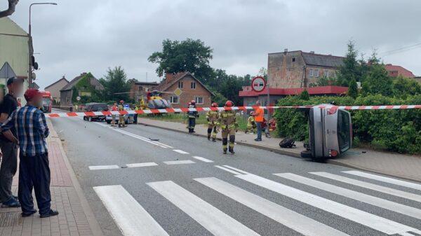 Zderzenie dwóch aut na dk94 w miejscowości Skorogoszcz. Na miejscu lądował LPR.