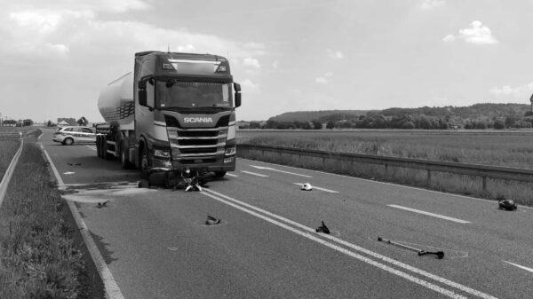 Śmiertelny wypadek w powiecie strzeleckim. Nie żyje 72-letni motorowerzysta.