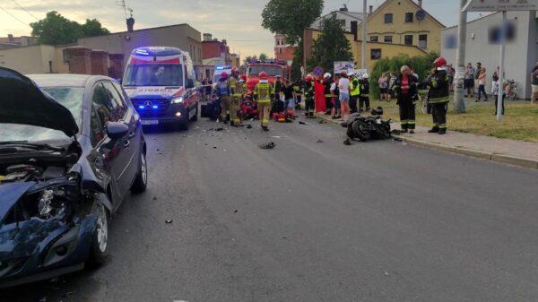 Wypadek z udziałem motocyklisty w Prószkowie. LPR zabrał poszkodowanego do szpitala.
