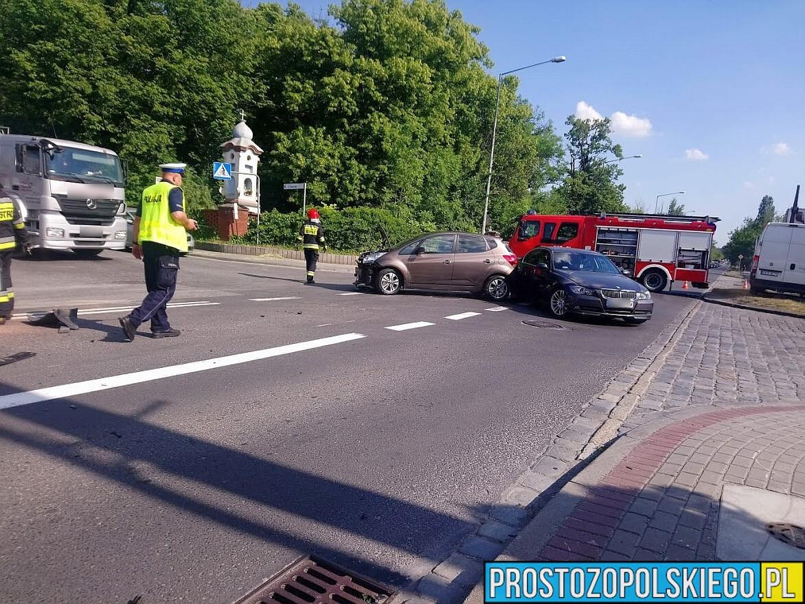 Zderzenie 3 osobówek i ciężarówki w Opolu.(Zdjęcia)