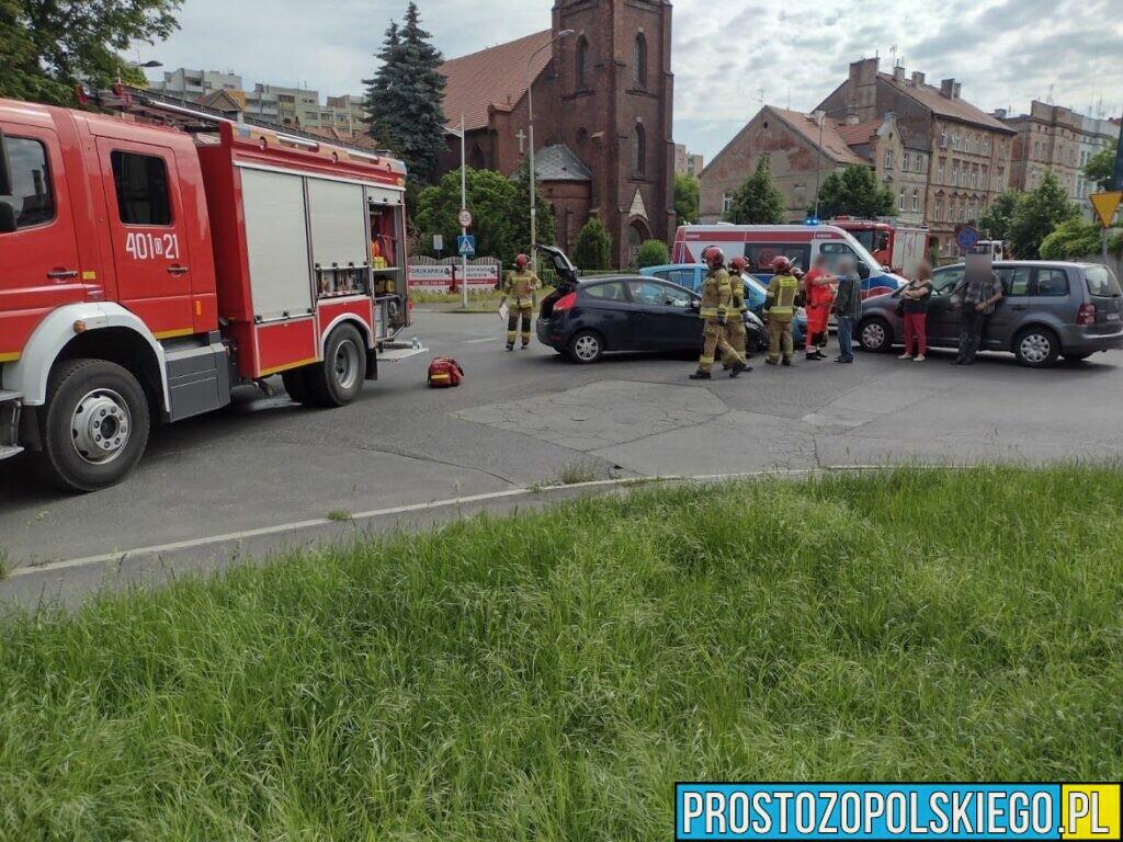 Zderzenie trzech aut w Brzegu. Jedna osoba została ranna.