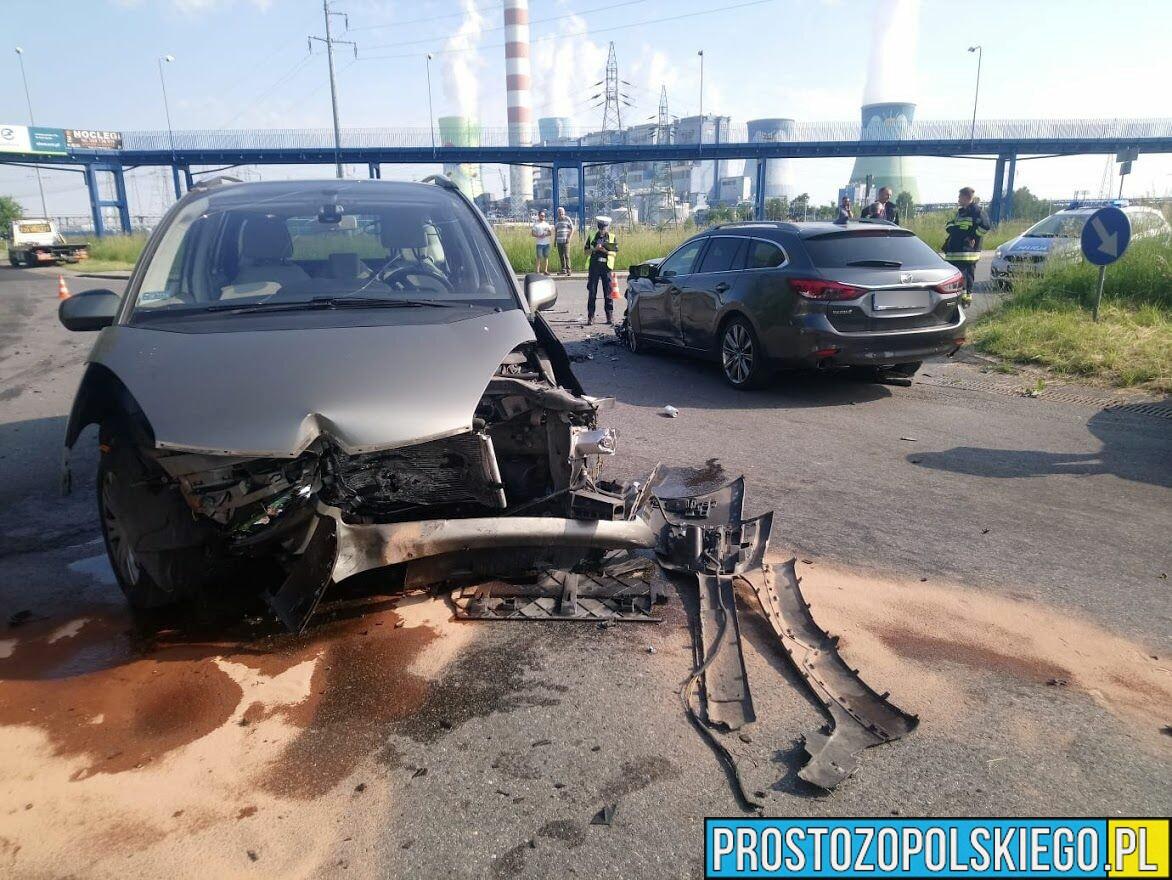 Zderzenie trzech aut na ul.Elektrownianej w Opolu .Dwie osoby trafiły do szpitala.(Zdjęcia)