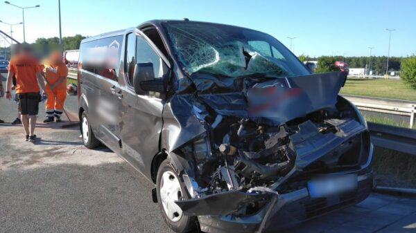 Wypadek na autostradzie A4.Doszło tam do zderzenie busa z ciężarówką. Dwie osoby zostały ranne.