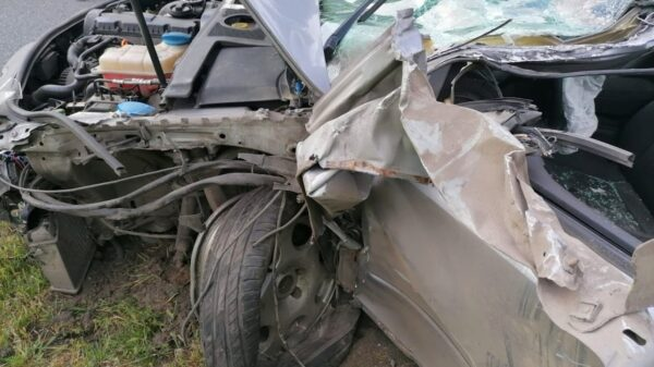 Wypadek na autostradzie A4.Audi zderzyło się ciężarówką.(Zdjęcia)