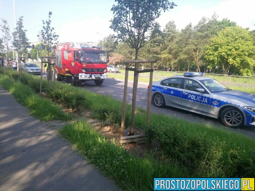 Zderzenie dwóch samochodów na ul. Sosnkowskiego w Opolu.