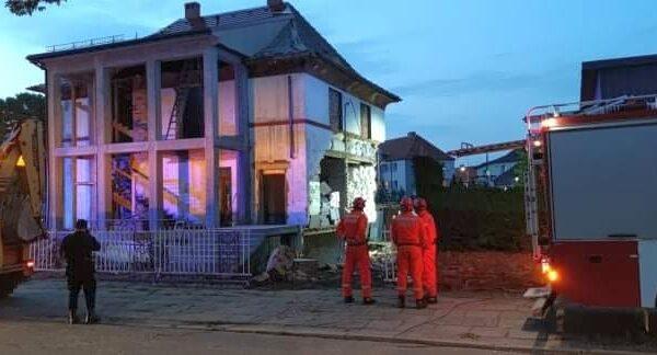Zawaliła się ściana budynku. Na miejscu było 18 zastępów straży.