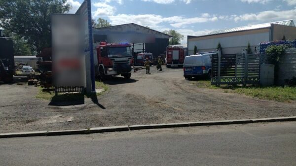 Auto przygniotło rękę pracownikowi na terenie jednego zakładów na ul. Błonie w Brzegu.