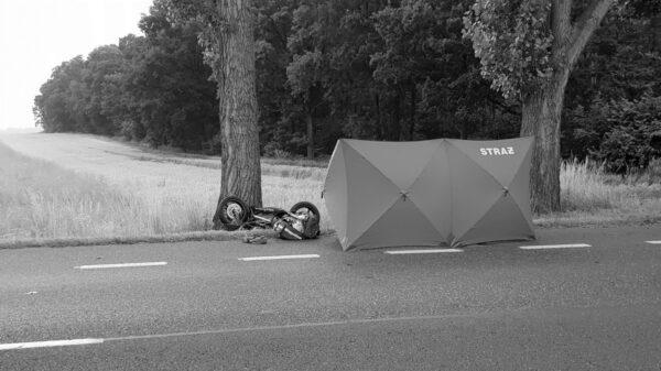 Nie żyje 25-letni motocyklista po zderzeniu z ciężarówką.