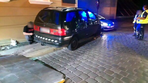 Policyjny pościg za volkswagenem sharanem zakończył się w centrum Opola na ...(wideo)
