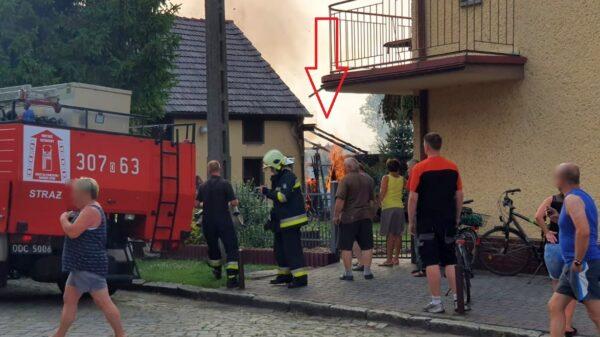Pożar szopy w Ligocie Turawskiej. Do 74-latki zostało wezwane pogotowie ratunkowe.(Zdjęcia)