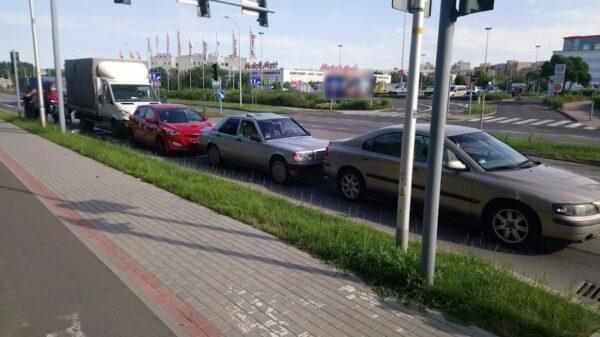 Zderzenie 4 aut na ul. Sosnkowskiego w Opolu. Jednym z uczestników kolizji to pijana kobieta.
