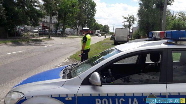 Policjanci z Oleskiej drogówki zatrzymali 23-letniego pirata drogowego. Okazało się ze