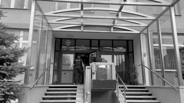 Śmierć w akademiku w Opolu. Nie żyje 21-latka(Wideo)