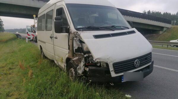 Wystrzał opony w busie doprowadził do kolizji na autostradzie A4.(Zdjęcia)