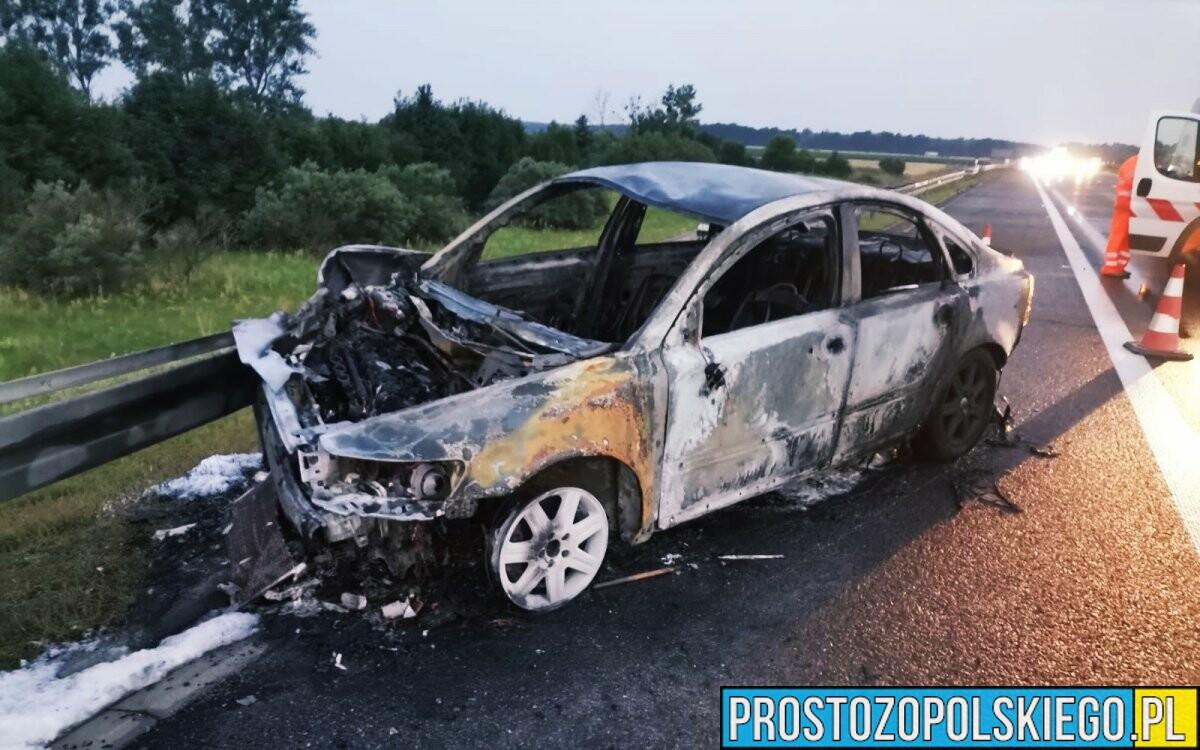 21-latek mający ponad promil alkoholu doprowadził do zderzenia z tirem na autostradzie A4 (Zdjęcia)