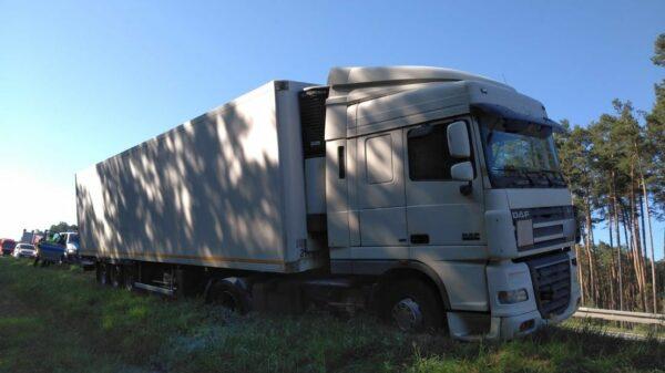 Nietrzeźwy kierowca ciężarówki z 3 promilami zatrzymany na A4 pod Opolem. Chodził wokół ciężarówki z opuszczonymi do kolan spodniami.(Zdjęcia)