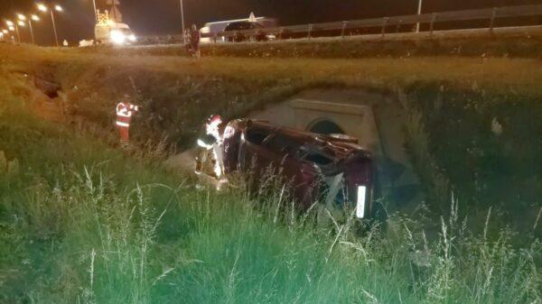 Wypadek na autostradzie A4 auto wylądowało na boku w rowie. Samochodem podróżowała 4 osobowa rodzina z dziećmi.(Zdjęcia)