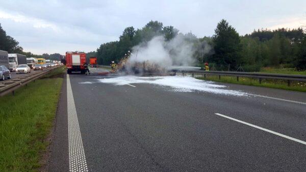 Pożar ciężarówki na autostradzie A4.Na miejscu 4 zastępy straży.(Zdjęcia)