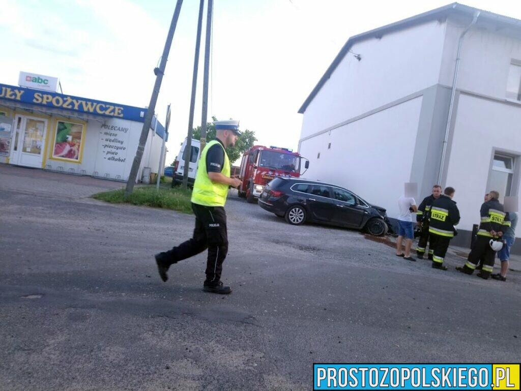 Kierująca oplem wjechała w budynek w miejscowości Daniec w gminie Chrząstowice.(Zdjęcia&Wideo)