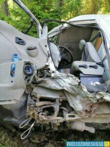 Wypadek dwóch tirów z busem z którego niewiele zostało(Zdjęcia)