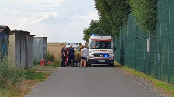 Młoda kobieta z ranami kłutymi przetransportowana śmigłowcem do szpitala.(Wideo)