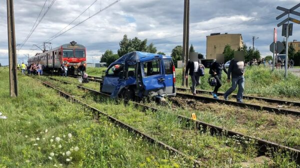 Kierujący samochodem wjechał pod pociąg na niestrzeżonym przejeździe kolejowym w Wierzbicy Górnej.