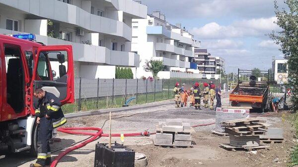 Pożar samochodu dostawczego na ul. Sieradzkiej w Opolu.(Wideo)