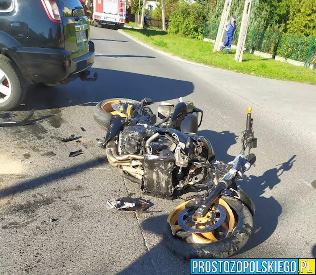 Zderzenie motocyklisty z osobówką w Tarnowie Opolskim. Na miejscu lądował LPR Ratownik23.(Wideo)