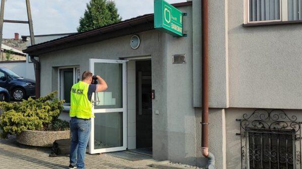 Nieznani sprawcy próbowali wysadzić bankomat w Polskiej Cerekwi.(Zdjęcia)