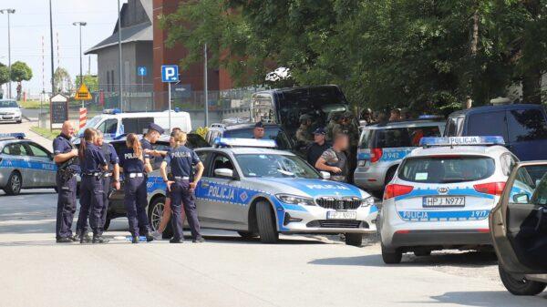 41-latek został aresztowany za groźby podpaleniem mieszkania i uszkodzenie samochodu na ul.Kępskiej w Opolu.(Zdjęcia)