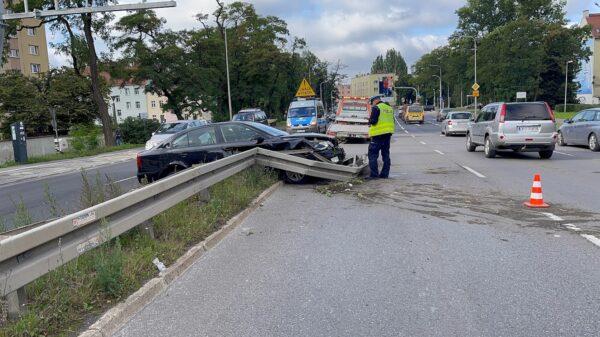 Zderzenie ciężarówki z osobówka na ul.Nysy Łużyckiej w Opolu.(Wideo)